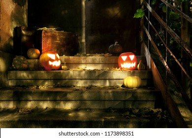 Jack O'lanterns in front of the house