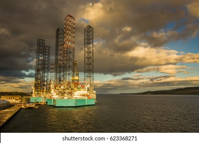 Jack up rigs in Dundee harbor waiting for jobs