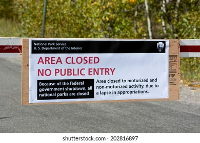 JACKSON HOLE, WYOMING/USA - OCTOBER 1 : US National Parks closure sign at entrance to the Grand Tetons National Park in Wyoming on October 1, 2013
