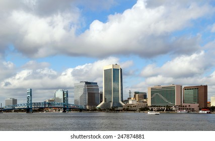 Jacksonville, Florida skyline along the St Johns River