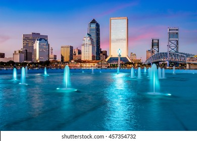 Jacksonville, Florida, USA city skyline at the fountain.