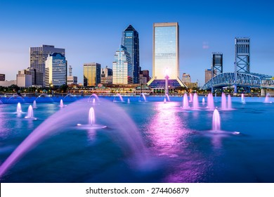 Jacksonville, Florida, USA skyline at Friendship Fountain.