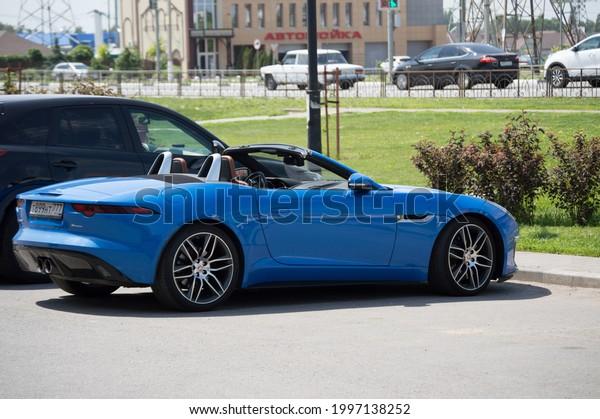 jaguar-ftype-sporty-bright-blue-600w-199