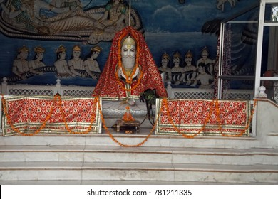 JAIPUR, INDIA - OCT 8, 2017 - Marble statuee in Sindhi Temple,  Jaipur, Rajasthan, India