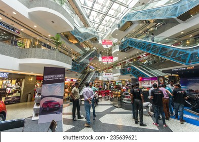 JAIPUR / INDIA - SEPTEMBER 20: interior of the MFG Metropolitan mall on September 20, 2014 in Jaipur/India
