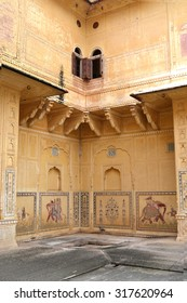 JAIPUR, RAJASTHAN, INDIA - 10.08.2011: Nahargarh Fort. Element interior