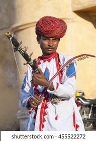 JAIPUR, RAJASTHAN, INDIA, 24 NOVEMBER 2009 : Unidentified Musicians playing traditional rajasthani music on the street of Jaipur, Rajasthan, India.