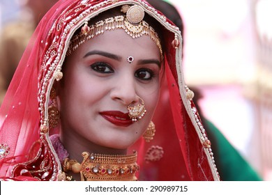 JAISALMER, INDIA - FEB 01: An unidentified Rajasthani woman participates in the Ms. Moomal contest conducted as part of Desert Festival held on February 01, 2015 in Jaisalmer, Rajasthan, India.