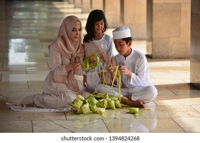 Jakarta, 14 apr 2018. make ketupat with family for Eid al-Fitr traditional indonesian food, eid mubarak