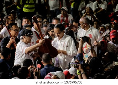 Jakarta 22th march 2019 , the president of indonesia give his sign at the guitars players  - artist & musician declaration for jokowi