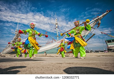 Jakarta, Indonesia (03/22/2015) : Some young women were performing a betawi tradition dance in Sunda Kelapa port.