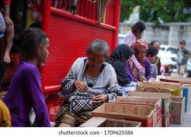 Jakarta / Indonesia - Feb 5th 2019: Pengemis Saat Perayaan Imlek