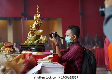 Jakarta / Indonesia - Feb 5th 2019: Traveler meliput perayaan Imlek