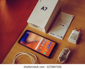Samsung Galaxy A7 Images, Stock Photos & Vectors | Shutterstock
