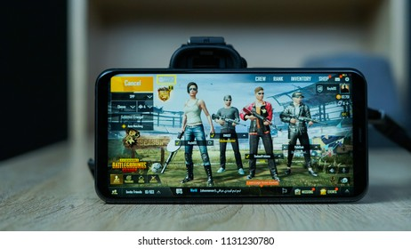 Jakarta, Indonesia - July 11, 2018: The Asus Zenfone 5 smartphone play battle royale shooter PUBG Mobile.