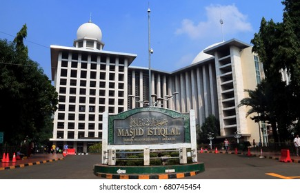 Masjid Istiqlal Images Stock Photos Vectors Shutterstock
