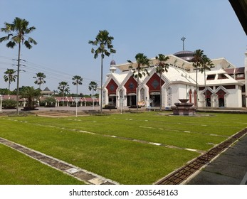 Jakarta, Indonesia - september 3, 2021 : hoto of the great mosque at tin from a distance