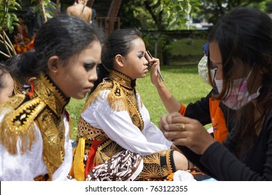 Jakarta, Jakarta Special Region / Indonesia - November 26 2017: Dancers  are being prepared and preparing themselves before the East Java traditional dance festival in Jakarta.