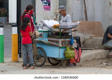 JAKARTA,JAVA ,INDONESIE -8 AUGUSTUS ,2018: Indonesian street vendor (warung) along the side of the road. These warung stalls, you see a lot in Indonesia.