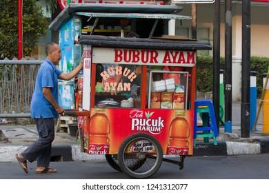 JAKARTA,JAVA ,INDONESIE -8 AUGUSTUS ,2018: Indonesian street vendor (warung) along the side of the road.