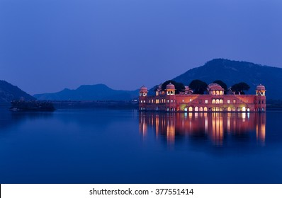 Jal Mahal at blue hour This palace in Jaipur is one the most known because of its location: in the middle of the lake.