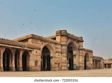 Jama Masjid, also known as Jami Masjid, Ahmedabad is one of the most magnificent mosque of India. Built in 1424, this is an example of classic Indo-Islamic architecture.