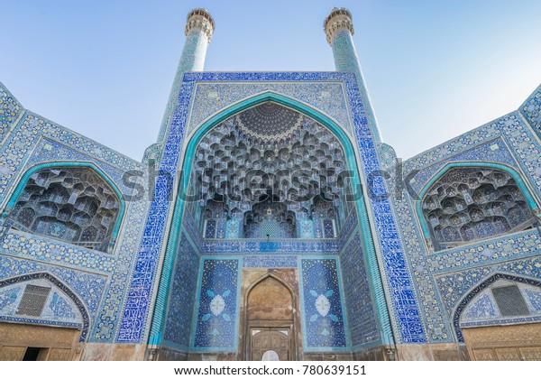 La mosquée Jameh ou la mosquée Jame, inscrite au patrimoine mondial de l'UNESCO, est l'une des plus anciennes mosquées d'Iran, située sur la place Imam, à Ispahan. Iran.