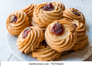 Jammie Dodgers Biscuits / Cookies Filled with Jam.