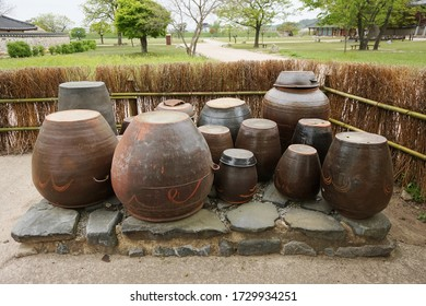 'Jangdokdae', The jars are a subkind of Jangdok, a Korean ethnic earthenware. They are used to ferment or simply store comestible goods, typically Kimchi, soybean sauce, red pepper paste.