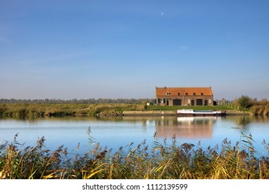 The Jantjeskeet is a former barge-worker's hut in the National Park De Biesbosch