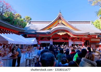 January 1, 2019 - Miyazaki, Japan :: Many people are lining up to make the New Year's pray for love and lucky at Aoshima Shrine