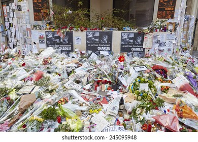 """JANUARY 18, 2015 - PARIS: """"Je suis Charlie"""" - mourning at the 10 Rue Nicolas-Appert for the victims of the massacre at the French magazine """"Charlie Hebdo"""""""