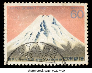 JAPAN - CIRCA 1986: A stamp printed in Japan shows Mount Fuji, circa 1986