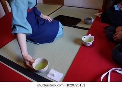 japan culture matcha green tea ceremony .