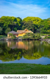Japan, Tokyo, the rest house and the pond of the Hama Rikyu ancient city garden