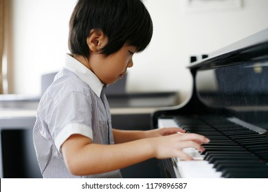The Japanese boy who plays the piano