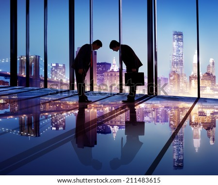 japanese businessmen having business agreement の写真素材 今すぐ