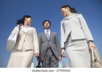 Japanese businesswomen and businessman  on the move
