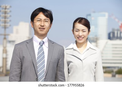 Japanese businesswomen and businessman with a smile