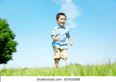 Japanese child run on the field