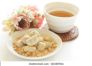 Japanese confectionery, Kinako candy roasted soybean flour with tea
