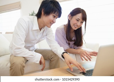 Japanese couple to see the personal computer