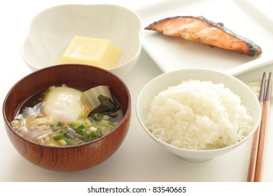Japanese cuisine, Miso soup with poached egg and chinese cabbage
