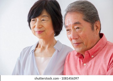 Japanese elderly couple to get the cane