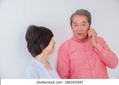 Japanese elderly couple to make a phone call
