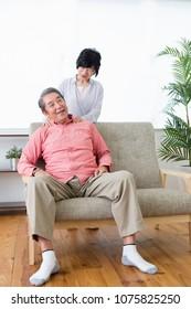 Japanese elderly couple to a massage