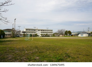 Japanese elementary schools, closed elementary schools, elementary schools closed due to declining birth rate,  Elementary school building and playground that became closed,