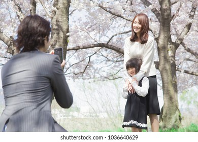 Japanese family to a memorial shooting