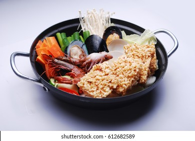 Japanese food - the crust of overcooked rice and seafood hot pot