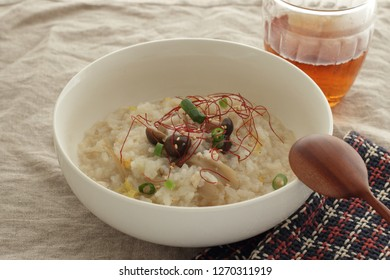 Japanese food, hot pot Shimeji Zosui Soup rice and tea